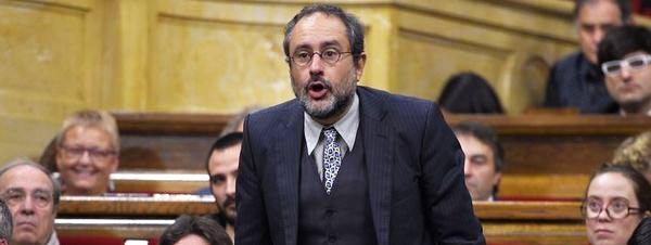 Antonio-Banos-voto-con-un-cont_54438818990_51351706917_600_226